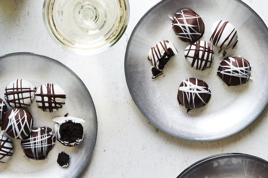Peppermint Oreo Truffles from www.whatsgabycooking.com (@whatsgabycookin)