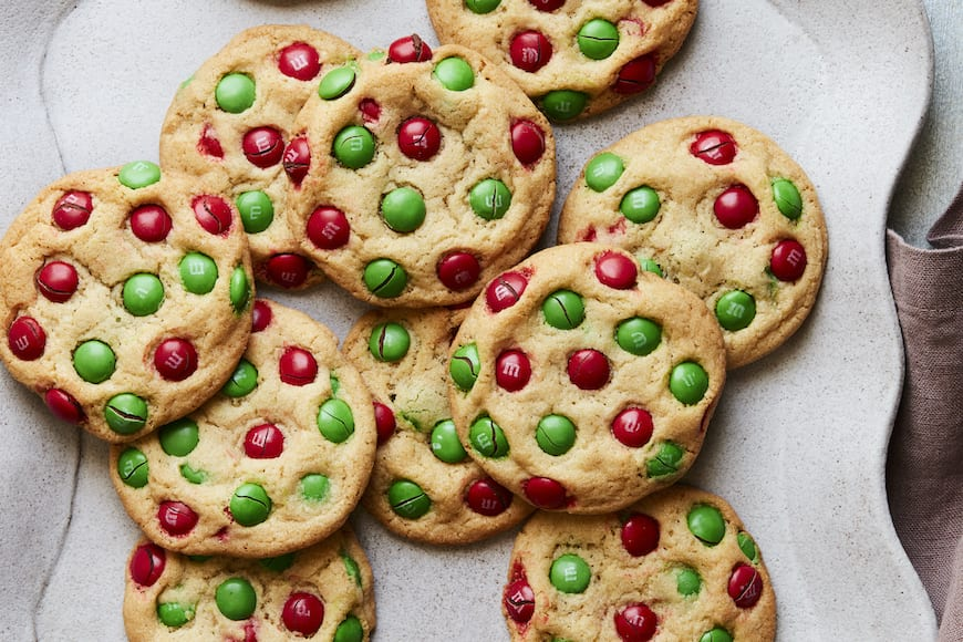 Christmas M&M Cookies from www.whatsgabycooking.com (@whatsgabycookin)