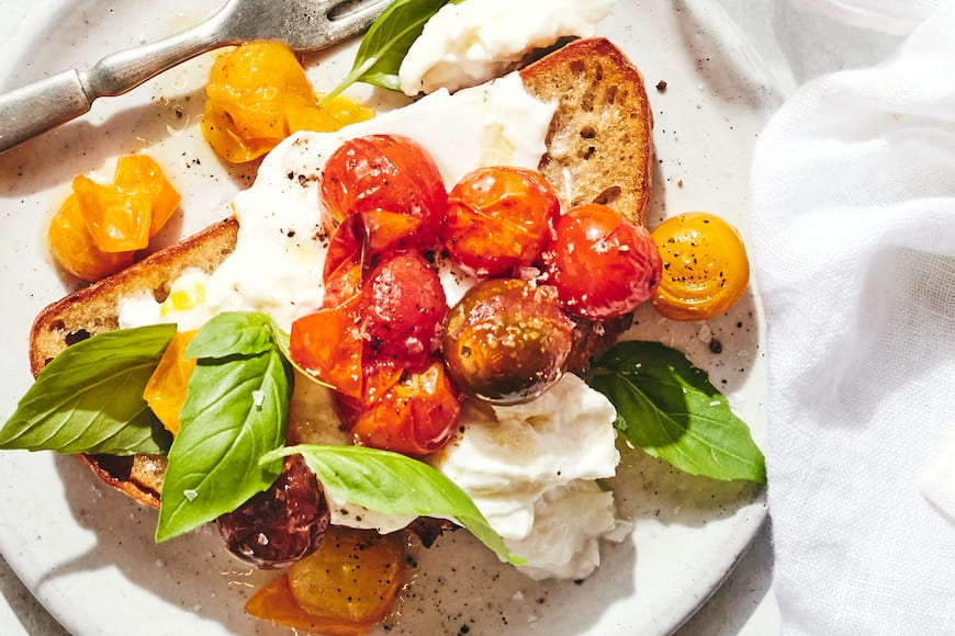 Burrata Tomato Toast from www.whatsgabycooking.com (@whatsgabycookin)