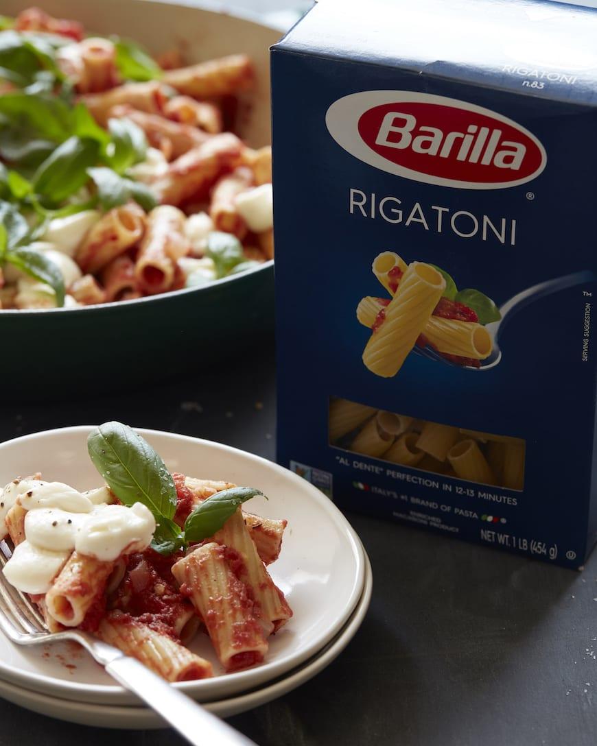 Caprese Pasta from www.whatsgabycooking.com (@whatsgabycookin)