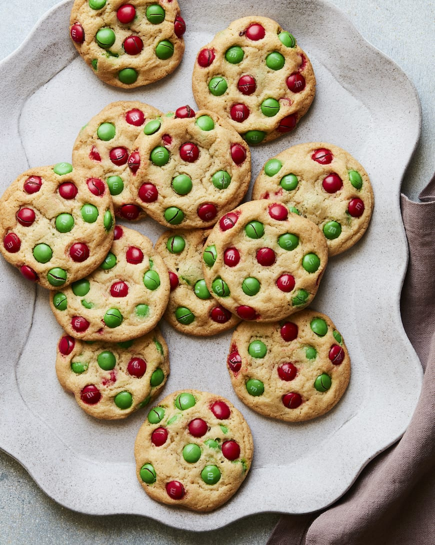 Christmas M&M Cookies from www.whatsgabycooking.com (@whatsgabycookin)