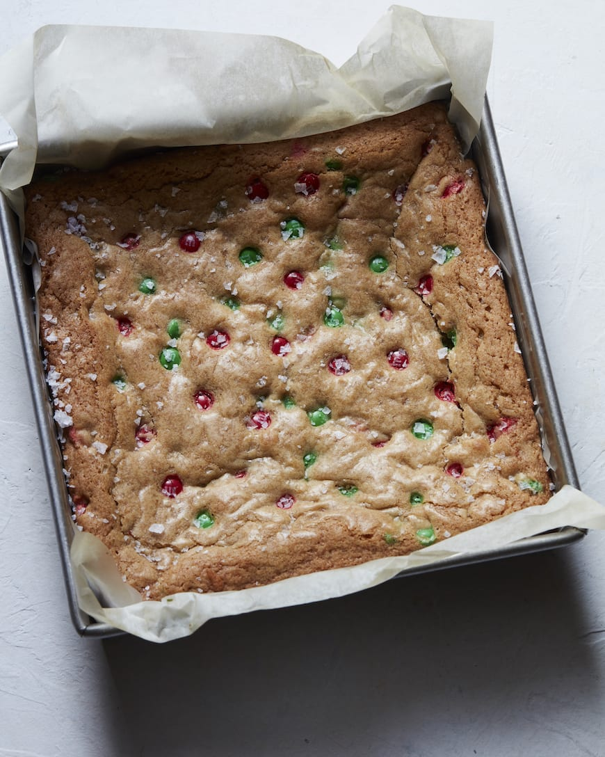 M&M Cookie Bars from www.whatsgabycooking.com (@whatsgabycookin)
