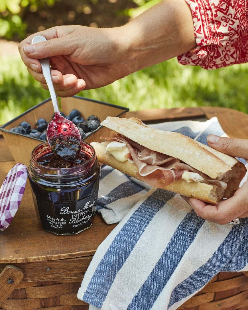 Easy Summer Picnic Menu from www.whatsgabycooking.com (@whatsgabycookin)