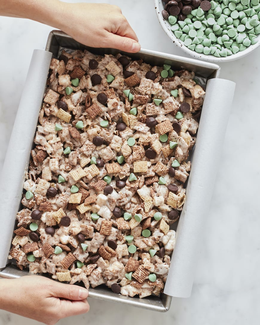 Double Dark Chocolate Marshmallow Mint Chex Bars from www.whatsgabycooking.com (@whatsgabycookin)