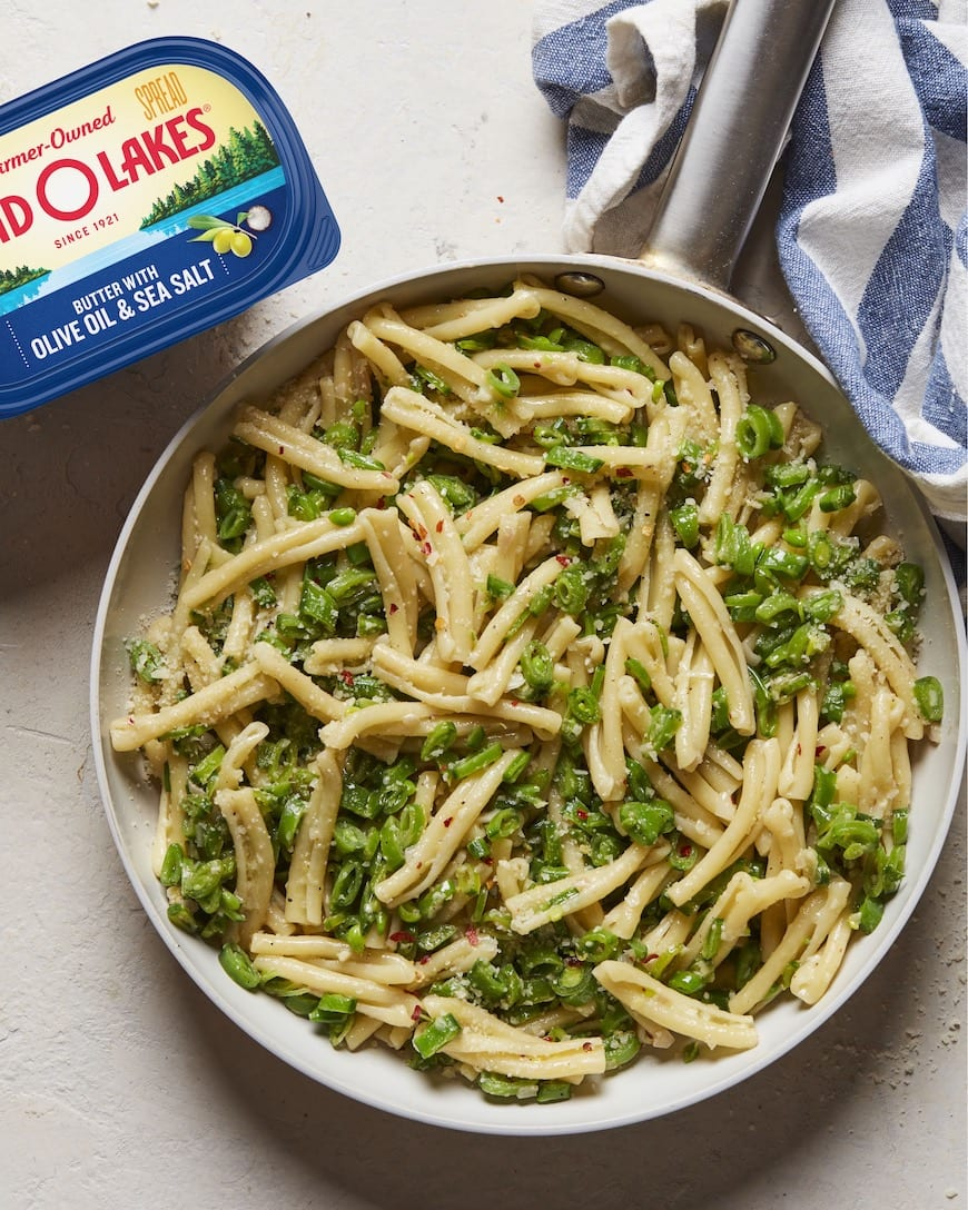 Snap Pea Pasta from www.whatsgabycooking.com (@whatsgabycookin)