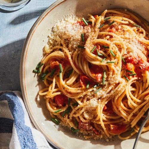 Tomato Confit Cacio e Pepe from www.whatsgabycooking.com (@whatsgabycookin)