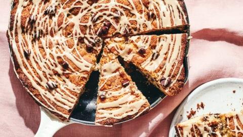 Chocolate Chip Streusel Skillet Breakfast Cake from www.whatsgabycooking.com (@whatsgabycookin)