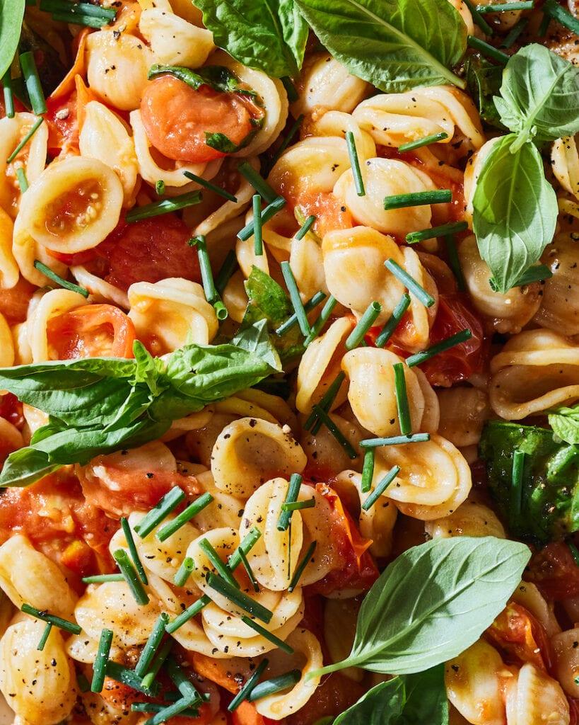 Tomato Confit Pasta Salad from www.whatsgabycooking.com (@whatsgabycookin)