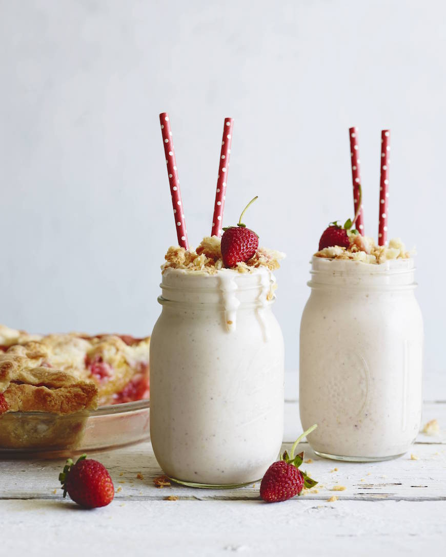 Strawberry Peach Pie Milkshakes from www.whatsgabycooking.com pie + ice cream + almond milk = absolute heaven! (@Whatsgabycookin)