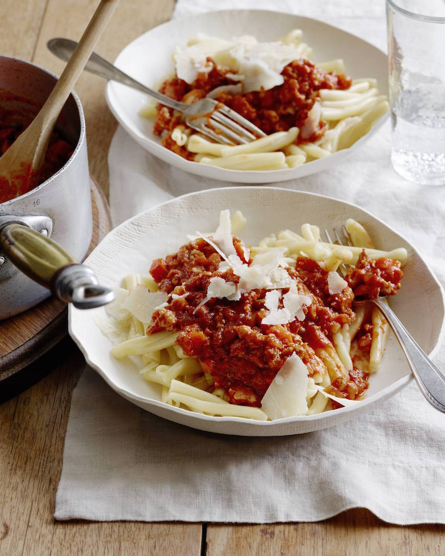 Chicken Bolognese! 1 of 10 easy weeknight / back to school meals from www.whatsgabycooking.com (@whatsgabycookin)