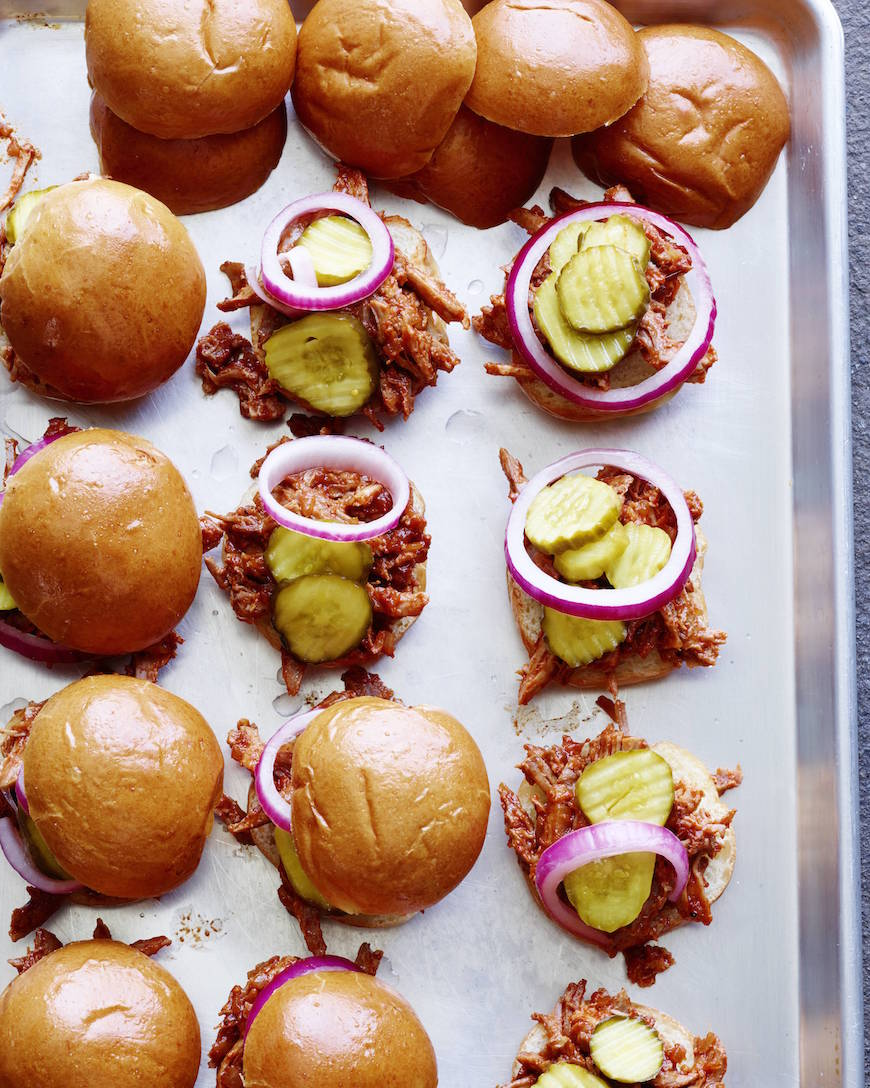 Pulled Pork Sliders from www.whatsgabycooking.com are the perfect summer treat! Plus you dont even have to turn on your oven! (@whatsgabycookin)
