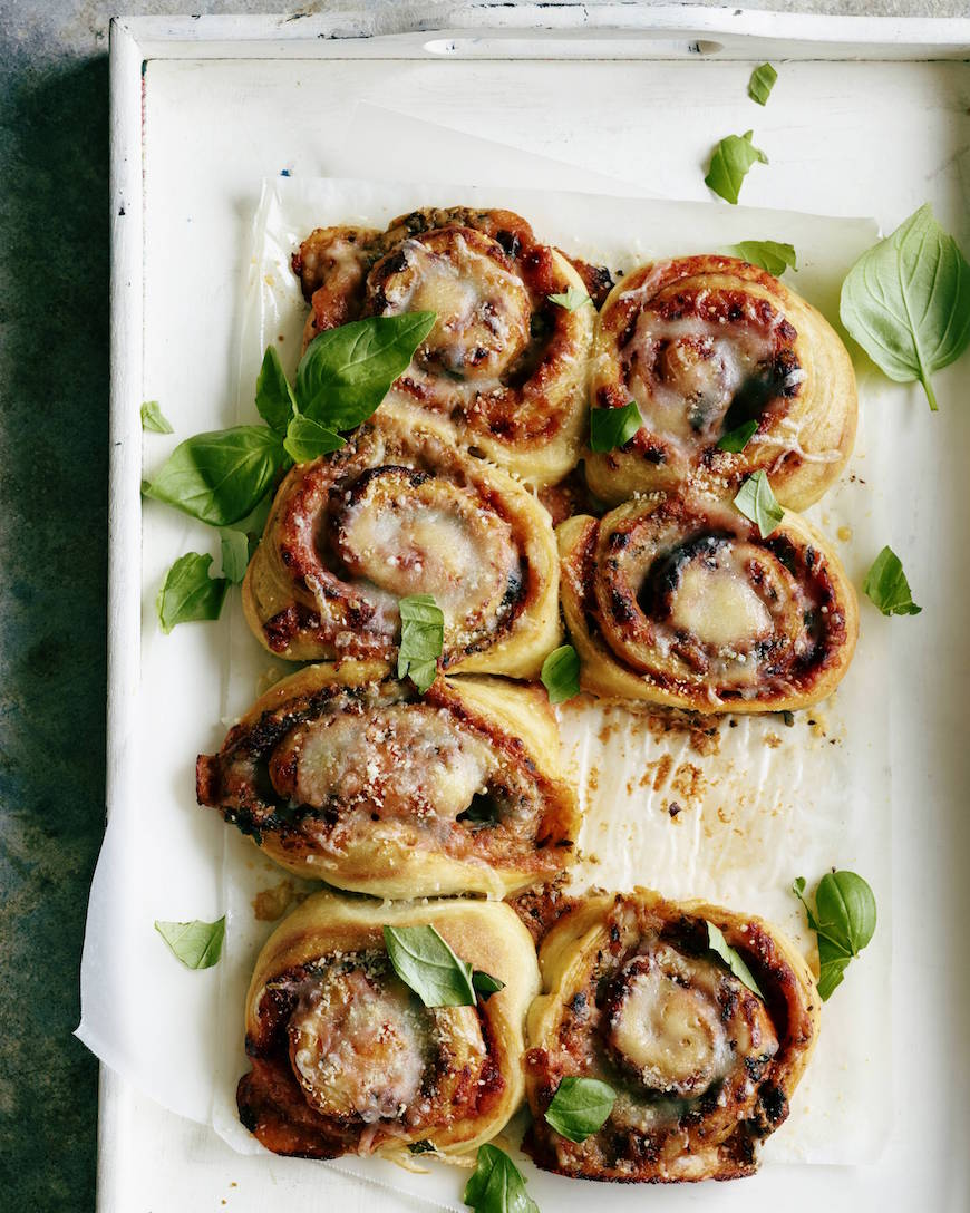 Tomato Basil Pizza Rolls from www.whatsgabycooking.com (@whatsgabycookin)